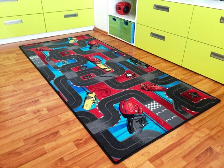 Dětský koberec Cars 3, rozměry 133 x 133 cm - Koberce na hraní